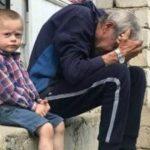Foto: Un bunic cu 3 nepoți a rămas pe drumuri, după ce i-a ars casa. Să-l ajutăm împreună!