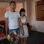 Foto: Un deținut și-a cerut iubita în căsătorie după gratii