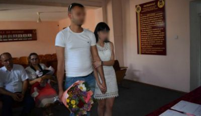 Un deținut și-a cerut iubita în căsătorie după gratii