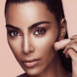 Foto: Produsele cosmetice marca Kim Kardashian s-au vândut în câteva minute