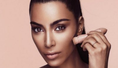 Produsele cosmetice marca Kim Kardashian s-au vândut în câteva minute