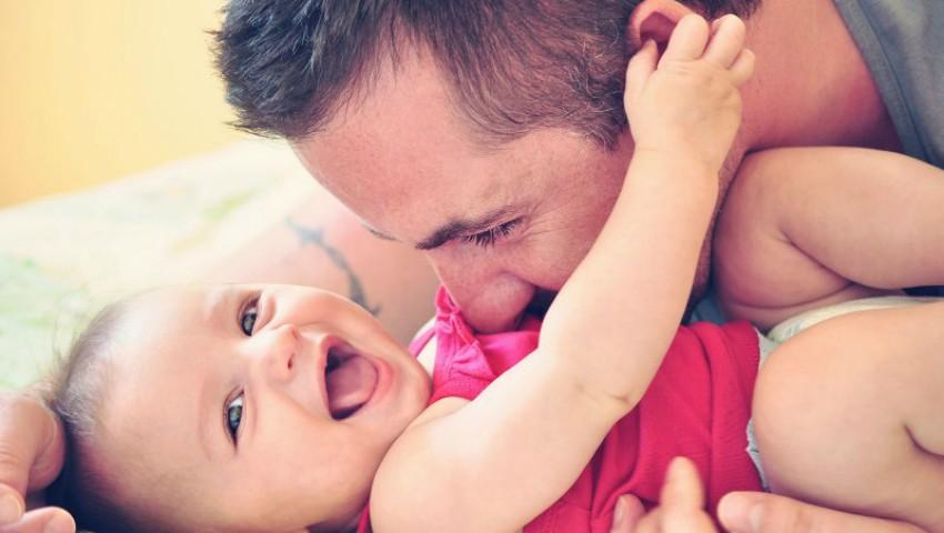 Prezența taților în viața copiilor e la fel de importantă ca și cea a mamelor