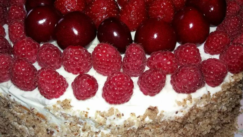 Foto: Tort decorat cu zmeură de la Vera Terentiev!