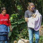 Foto: Irina Shayk și Bradley Cooper, la plimbare cu micuța! Poze