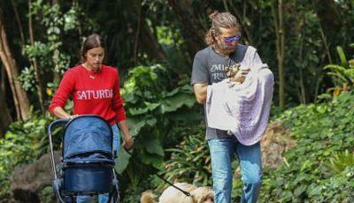 Irina Shayk și Bradley Cooper, la plimbare cu micuța! Poze