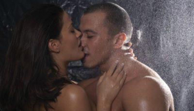 Ce părere au bărbații despre sexul la duș?