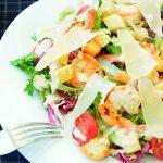 Foto: Salată Caesar cu creveţi grill