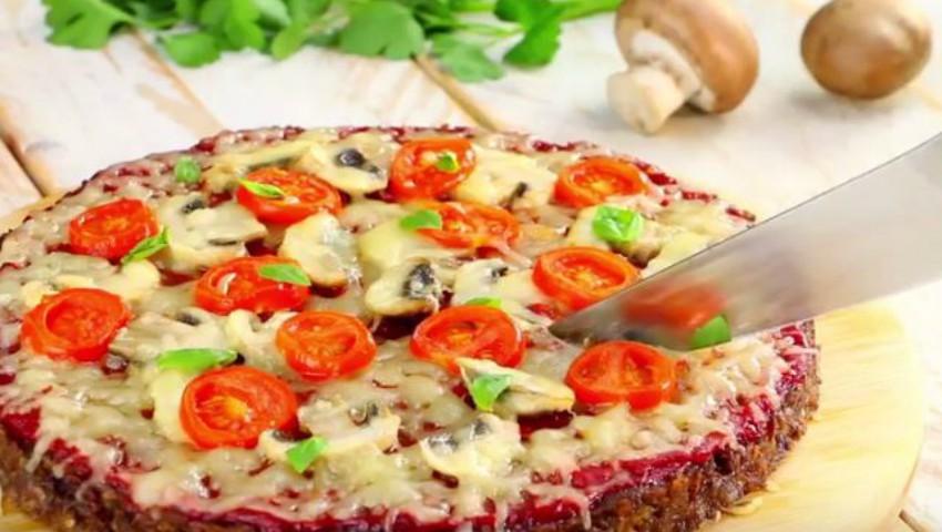 Foto: O tartă din carne și brânză, mânânci felie după felie