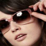 """Foto: Atenție! Ce riști dacă porți ochelari de soare cumpăraţi """"de la tarabă"""", fără protecţie UV"""