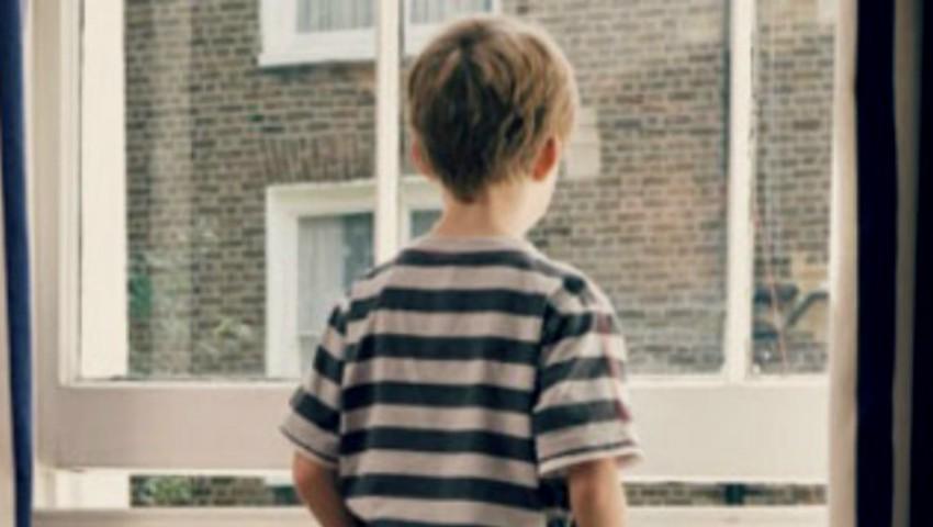Foto: La ce vârstă pot rămâne copiii singuri acasă