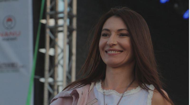 Foto: Angela Gonța, model pe podiumul de la IA MANIA