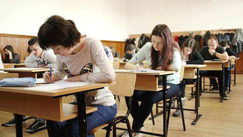 Foto: Astăzi începe sesiunea repetată la BAC. Emoții mari pentru absolvenţi