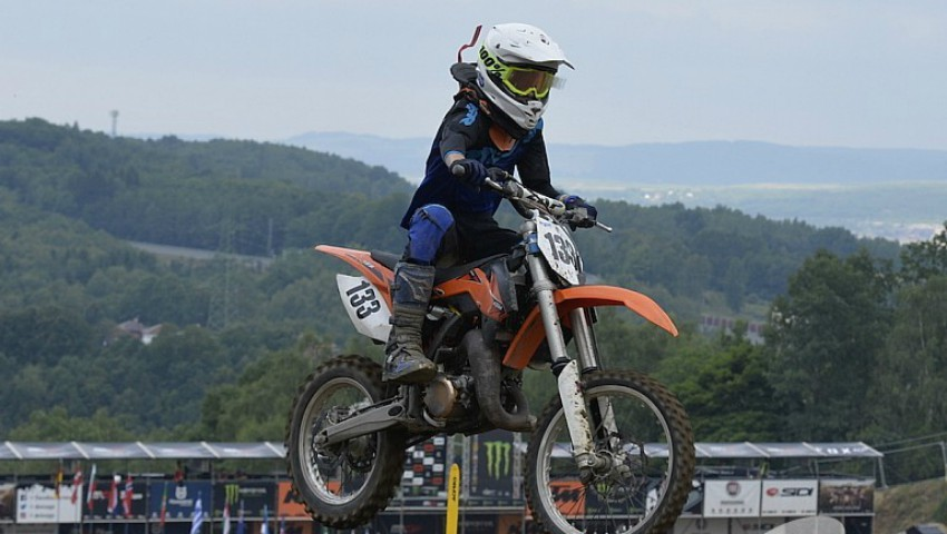 Tragedie în sportul moldovenesc. Pilotul de motocross, Igor Cuharciuc, a murit în timpul unei curse