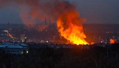 Pompierii luptă cu flăcările. Incendiu a izbucnit peste noapte la fostul Stadion Republican