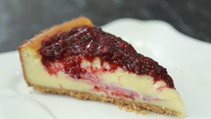 Foto: Un desert căruia nu-i poți rezista: Cheesecake cu vișine și coacăză