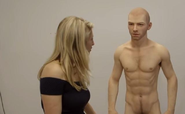 """Foto: Prima păpușă erotică masculină! Iată ce """"dotări"""" are"""