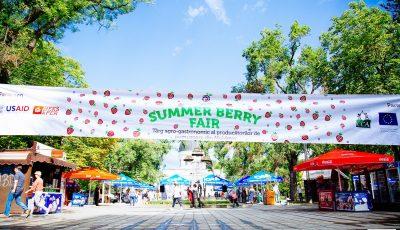 """1000 de kg de pomușoare vândute la cea de-a 2-a ediție a târgului agro-gastronimic """"Summer Berry Fair"""""""