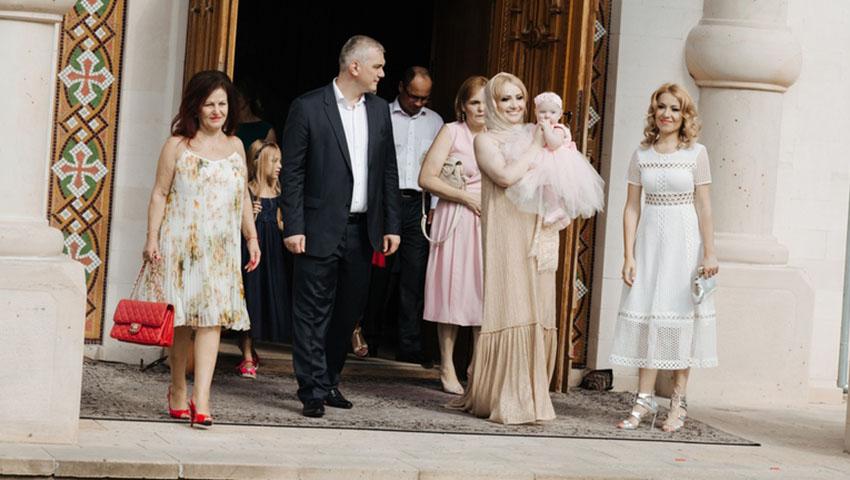 Foto/video exclusiv de la botezul fiicei Adrianei Ochișanu
