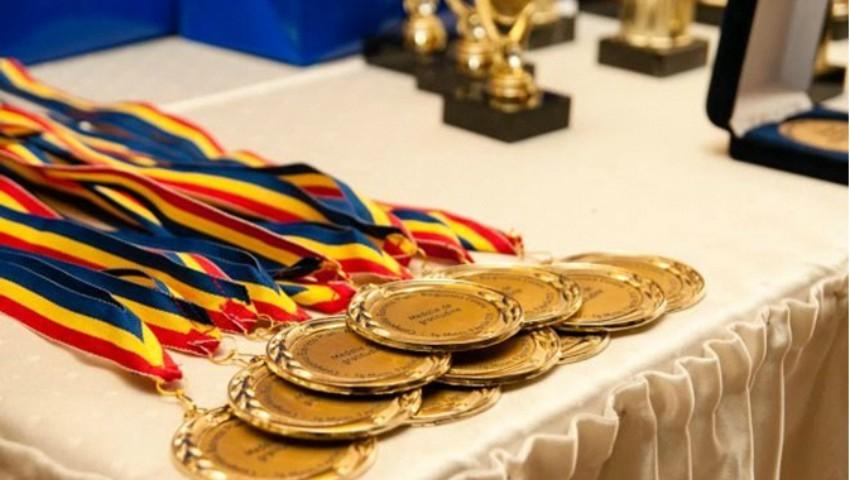 Elevii moldoveni au obținut medalia de argint și 4 mențiuni de onoare la Olimpiada Internațională de Matematică