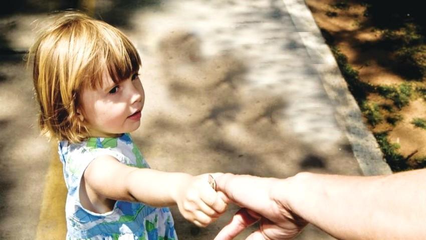 Foto: Moldova se confruntă cu o criză alarmantă de asistenți parentali. Care este motivul?