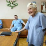 Foto: Cel mai în vârstă chirurg din lume este din Rusia! Are 89 de ani şi face patru operaţii pe zi