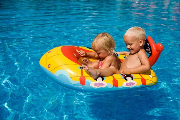 copii-la-piscina