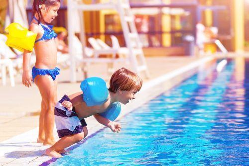 copii-piscina_1