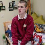 Foto: Suferă de o boală rară! Povestea tânărului care riscă să moară dacă adoarme