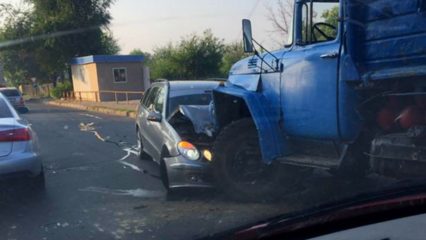 Foto: Accident grav pe strada Grenoble din Capitală!