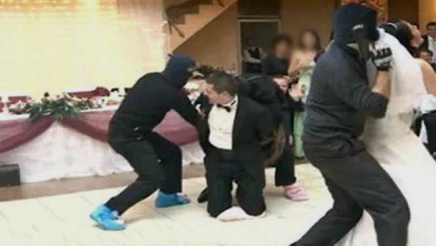 Foto: Video! Nuntă cu bucluc în Capitală. Mirele a fost luat de mascați în toiul petrecerii