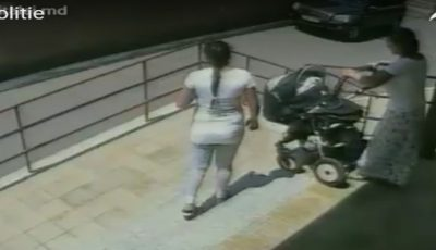Video! Două femei, filmate cum fură căruciorul unui copil din scara unui bloc de locuit din Capitală