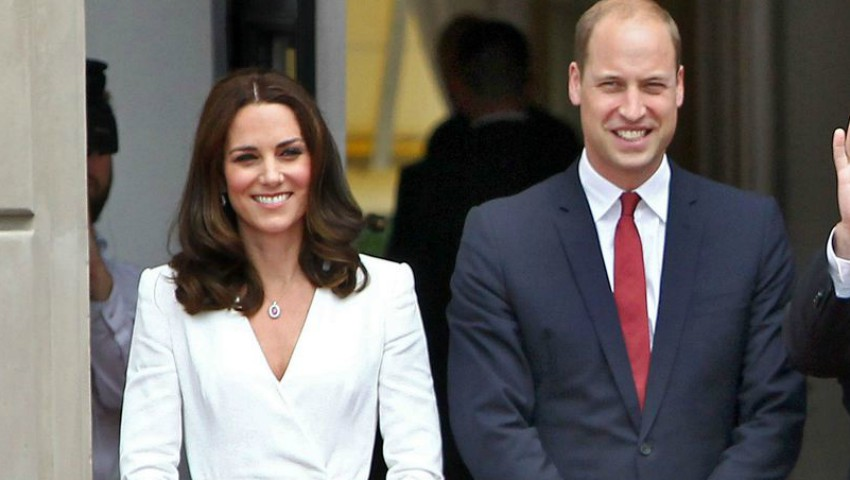 Foto: 5 ţinute superbe adoptate de Kate Middleton în turul regal
