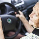 Foto: O femeie de 79 de ani a fost surprinsă de radar în timp ce conducea mașina cu 238 km/oră!