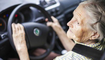 O femeie de 79 de ani a fost surprinsă de radar în timp ce conducea mașina cu 238 km/oră!