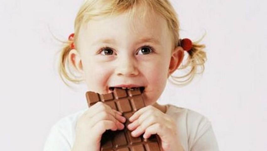 Foto: Sfaturi pentru părinți! Cum îți convingi copilul să renunțe la dulciuri