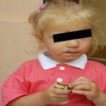 Foto: Fetița abandonată de propria mamă în Piața Centrală va fi luată sub tutela unui asistent parental