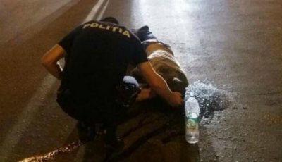 Imaginea care valorează mai mult, decât o 1000 de cuvinte. Un polițist din Capitală îngenuncheat, încearcă să-i salveze viața unui om