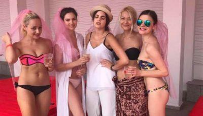 Gloria Gorceag în costum de baie, alături de prietene la petrecerea burlăcițelor
