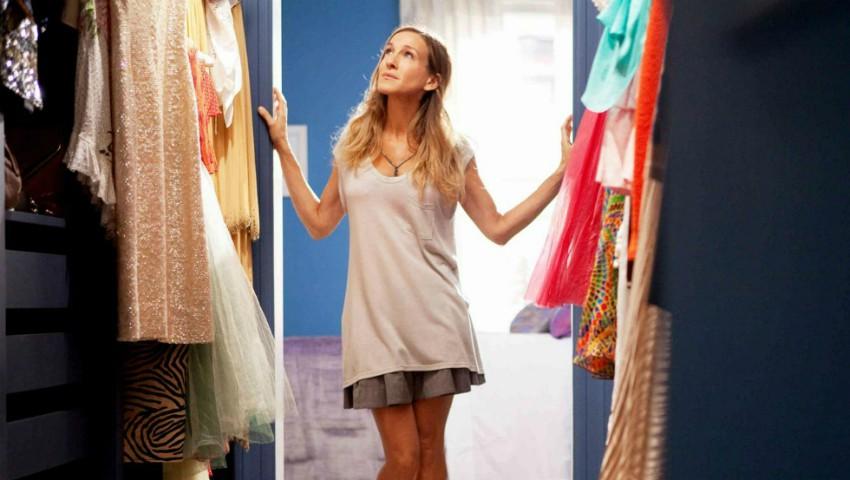 Foto: 5 tipuri de piese vestimentare de care trebuie să te debarasezi imediat