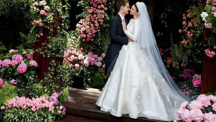Foto: Vezi cum arată rochia de mireasă a modelului Miranda Kerr, creată de Dior