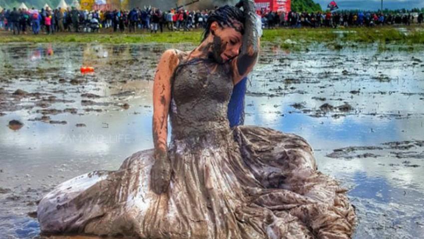 Foto: Un festival de muzică din Rusia inundat la propriu de nămol