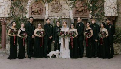Nuntă neobișnuită! La dorința miresei, domnișoarele de onoare au purtat rochii negre
