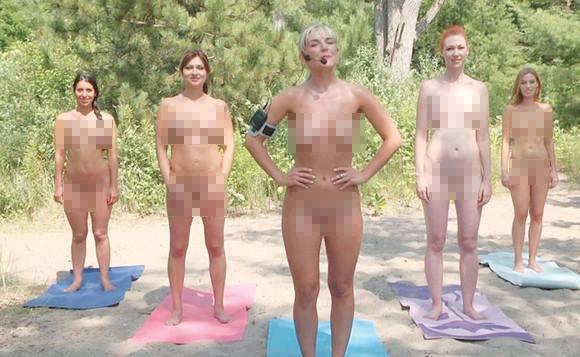 Foto: Îndrăznețe femei! Prezentatoarele Tv fac sport în pielea goală