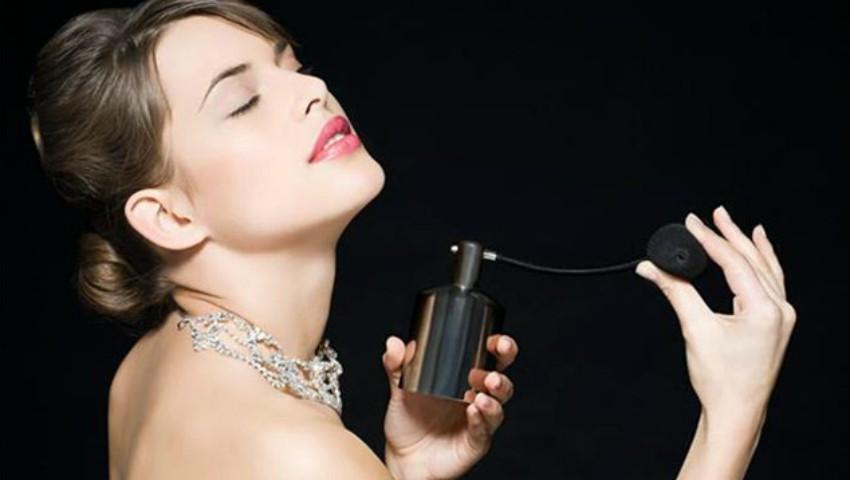 Foto: Cum faci ca parfumul să reziste mai mult timp pe piele? Celebrii parfumeri îți dezvăluie secretul