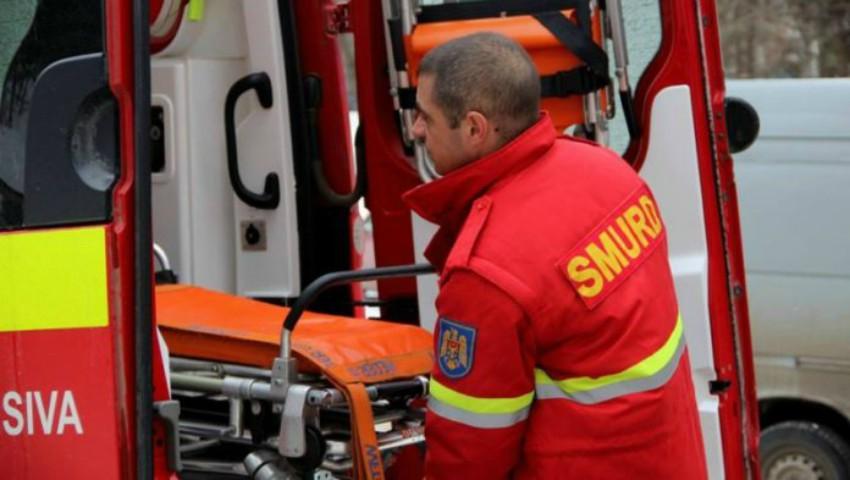 Foto: Moldovenii loviți în accidentul din Ucraina, aduși în țară de un echipaj SMURD