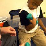 Foto: Primul transplant de mâini efectuat cu succes la un copil. După intervenție acesta poate să scrie