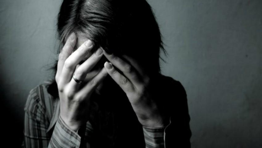 Foto: Un psiholog a fost acuzat că ar fi violat zeci de femei: le invita în cabinet, le dezbrăca și le filma