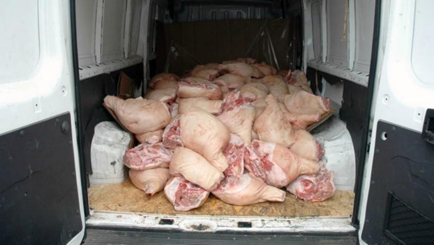 Foto: Poliţia Capitalei a depistat carne de porc cu termenul expirat