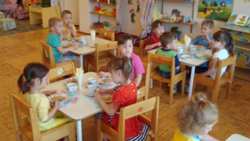 Petiție! Părinții cer să fie incluși în grupul de lucru privind monitorizarea alimentației copiilor din grădinițe