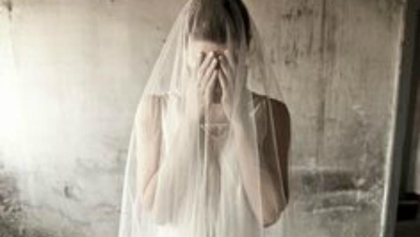 """Foto: Dezvăluirile cutremurătoare ale unei femei care a fost violată în ziua nunții: ,,Veneau la mine cu rândul"""""""